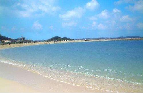 是著名的海滨旅游度假区,其主要由海滨区,小梅沙海洋世界,小梅沙大