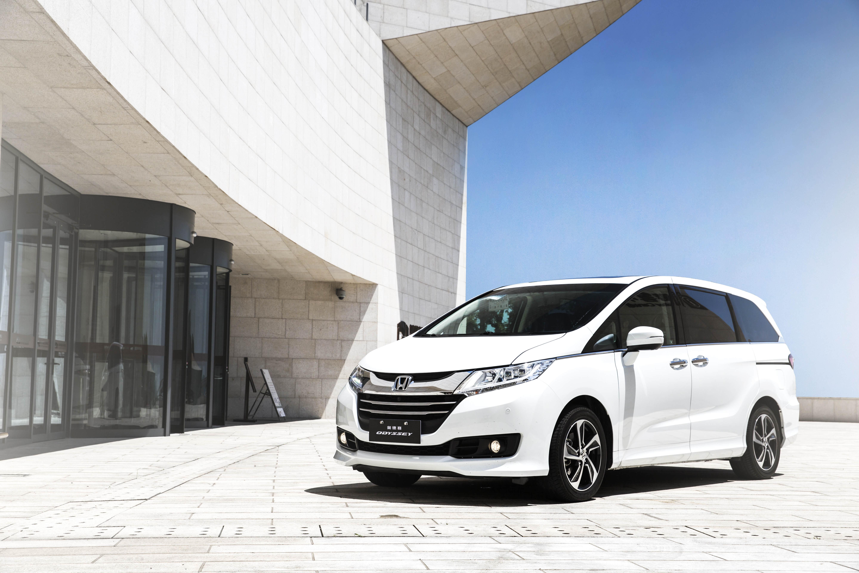作为广汽本田最重要的旗舰车型之一,雅阁(ACCORD)3月终端销量19,506辆,同比劲增50%;1-3月累计销量49,676辆,持续领跑中高级轿车市场。其中,Honda在中国市场的首款国产混动车型新雅阁(ACCORD)锐混动3月终端销量为1,481辆,1-3月累计终端销量达到4,701辆。凭借先进的i-MMD双电机混合动力系统优势,兼具强劲动力和超高燃油经济性,成为注重环保及驾驶乐趣的新生代社会精英的优先选择,目前累计销量已突破20,000辆,俨然中高级轿车混动市场佼佼者。  雅阁(ACCORD)锐混动